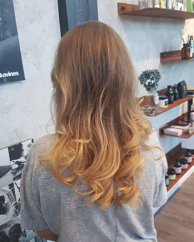 #balayage #balayageombre #blonded #longhair #friseur #instagood #instago #instadaily #hairstyle #hairdresser #reutlingen #tübingen #ilovemyjob#salonkomplizen #hairstyles #curlyhair #curly #instame #haircolor