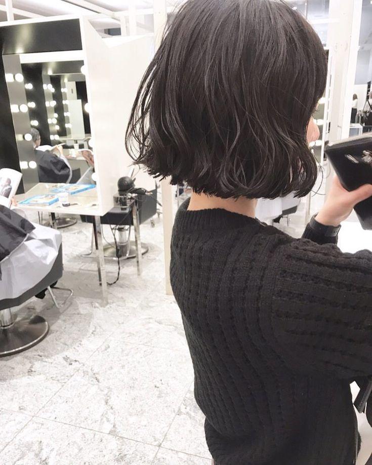 いいね!325件、コメント1件 ― 室 奈央子さん(@murooooooo)のInstagramアカウント: 「ミニボブとくせ毛パーマ🌿 ・ 実際にパーマをかけた写真です🕊 ・ スタイリングはムースワックスを揉み込むだけでOKです🖖🏻 ・ ・ #shima #bob #hair #ボブ…」