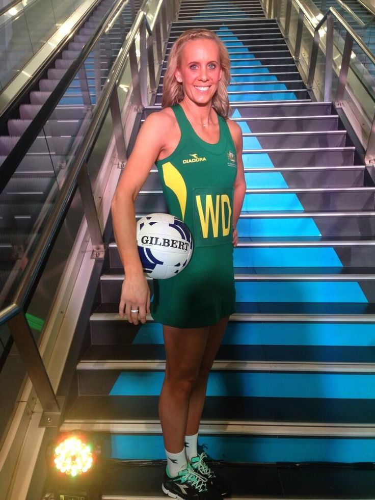 Our own @RenaeHallinan models the @Glasgow2014 @AusComGames netball playing dress! #GoAussies #GoAUS pic.twitter.com/m1FJD7t60l