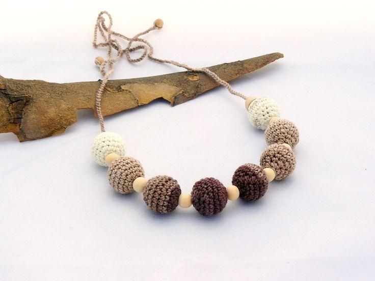 horgolt nyaklánc fehér, beige és barna színekben, fa gyöngyökkel / crochet necklace in white, beige and brown colors with wooden beads