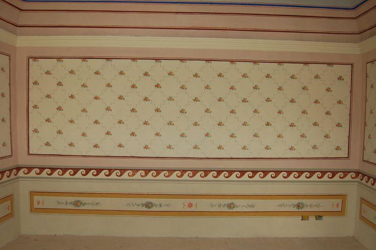 Particolare di decorazione parietale in un casale in Umbria.
