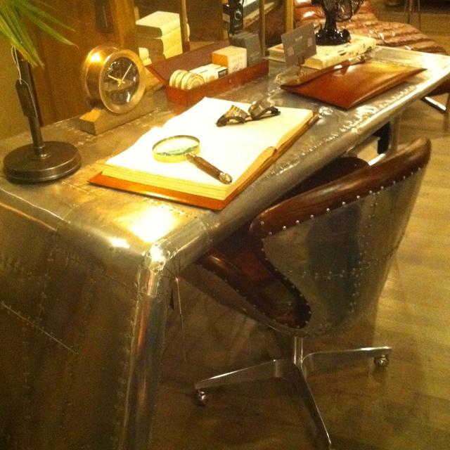 Genial Airplane Wing Desk