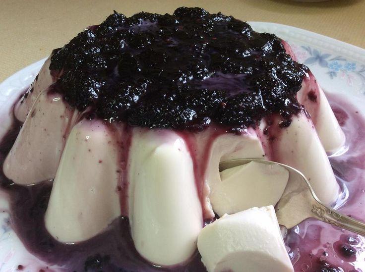 Πανακότα με γλυκό του κουταλιού μούρο !! ~ ΜΑΓΕΙΡΙΚΗ ΚΑΙ ΣΥΝΤΑΓΕΣ