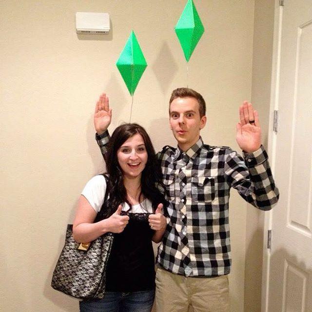 The Sims ! Não precisa gastar na sua fantasia use a criatividade seja colorido e vá pular a folia !!! Bjoos amores !