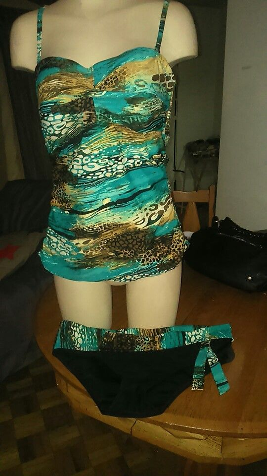 Nwot tankini swim.suit  By Christina fits best size 16  Swap or 35$