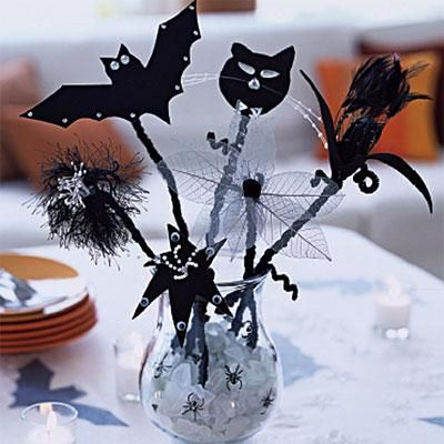 Hallowen crafts: How to make Spider vase centerpieces