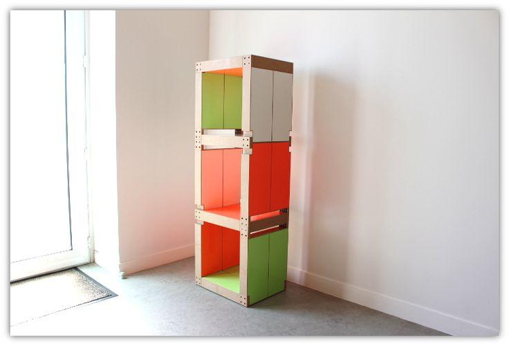 Bibliothèque colorée pour égayer votre hall d'entrée ! Blanc, vert et rose fluo...Fabulem vous propose bien d'autres coloris ici : http://klou.tt/i8rpe0rv047i #mobilier #modulable #personnalisable #madeinfrance