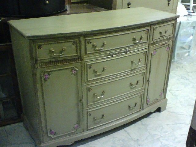 Buffet Tv Console Server Painted Vintage Distressed Furniture.  #vintagefurniture #paintedfurniture #shabbychic Server
