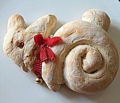 Coniglietti di pane o di pan brioche per il pranzo di Pasqua