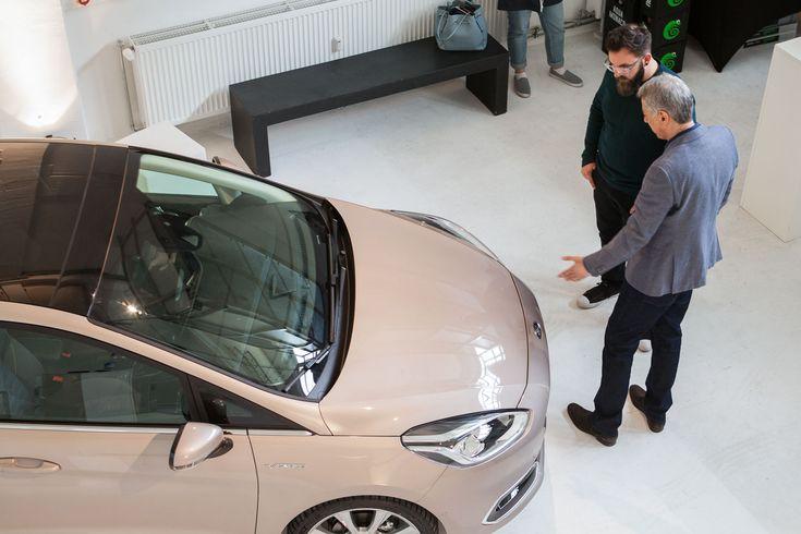 ᴿᴱᴷᴸᴬᴹᴱ In einer spannenden Diskussions-Runde sprachen wir zusammen mit den Ford-Chefdesignern vor den Studenten der Hochschule München über Automotive-Design und den neuen Fiesta Vignale #cardesign #interior #fiesta #ford  📝 Article: Johannes 📷 Photo: David Horn 🍰 Link: http://schoenhaesslich.de/2017/ford-interior-design-workshop-die-panel-discussion-zum-fiesta-vignale/