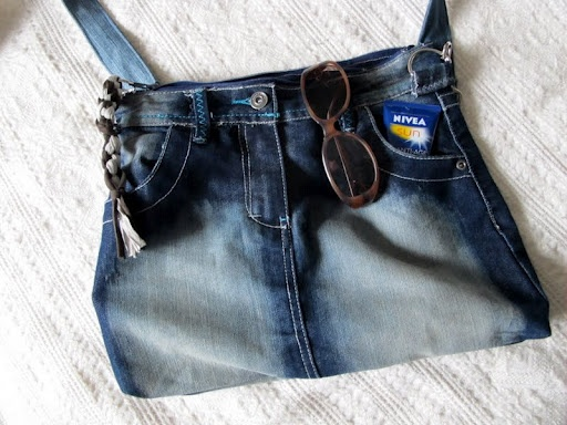 A handbag out of old jeans / skirt.
