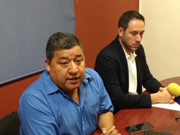 <p>Chihuahua, Chih.- Esta mañana el director del Instituto del Deporte Juan Pedro Santa Rosa junto con el subdirector Sergio Hernández lamentaron