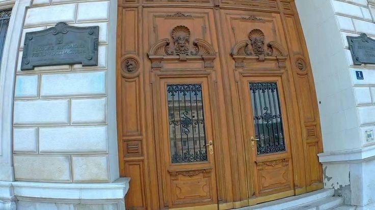8. Триест. Италия. Главный вход в дворец Palazzo della Giunta Regionale.