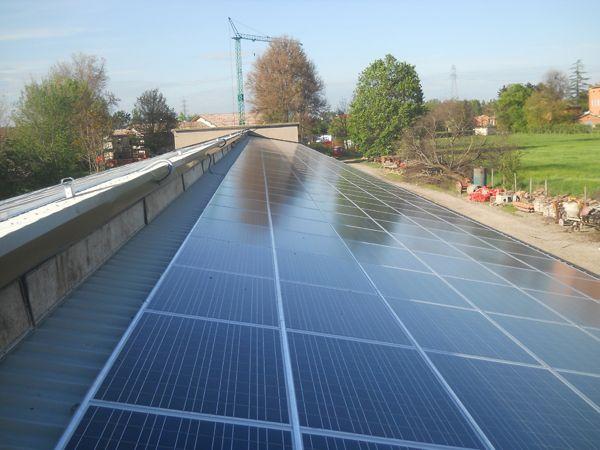Copertura bonificata ed impianto fotovoltaico su tetto industriale