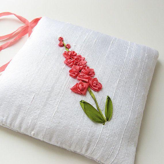 Seidenbändchenstickerei für Lavendelkissen/oder Nadelkissen - - - Inspiration - - - - - via Etsy - - - - - - Lavender Sachet Coral Flowers silk ribbon embroidery