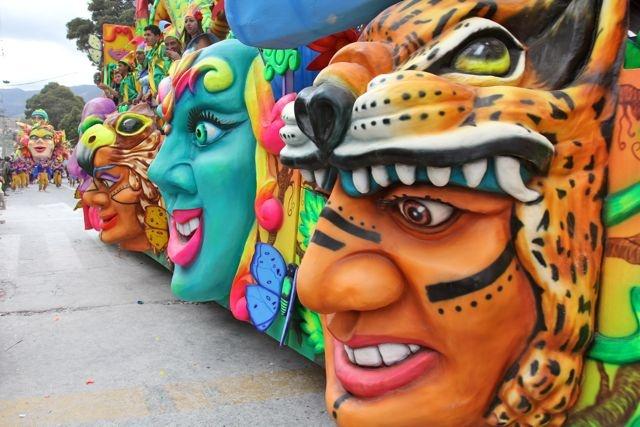 Desfile Magno Fotografía: Milton Ramírez @F0TOMILTON