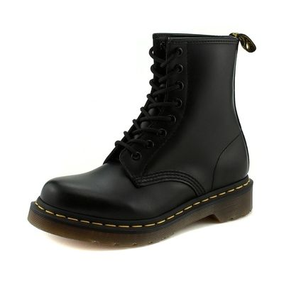 Jessica Alba style. Dr Martens - 1460 Black. View this product here http://wheresthatstyle.com/products/12033-dr-martens-1460-black