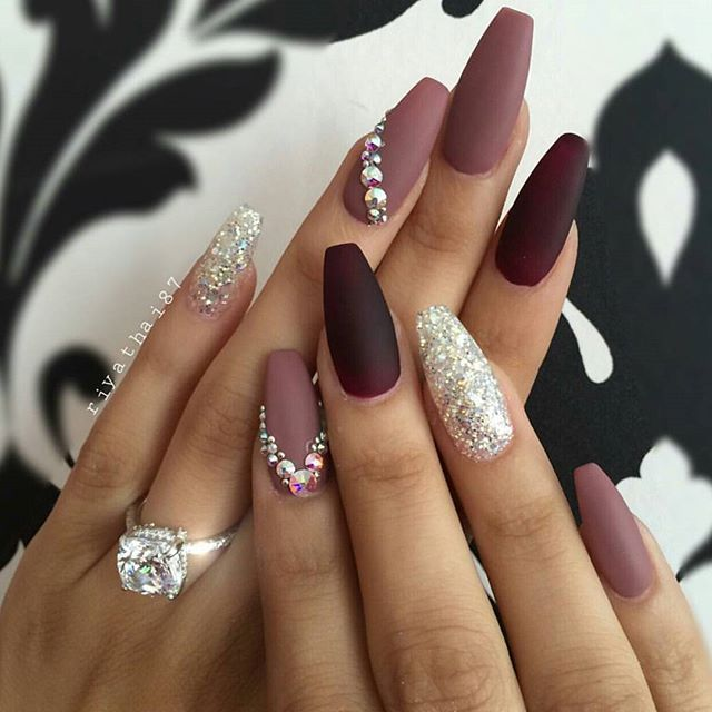 Love it 💕 @riyathai87 . . . #nails #nail #fashion #style #cute #beauty #nailartaddict #beautiful #mode #instagood #pretty #girl #girls #stylish #sparkles #styles #glitter #nailart #art #opi #photooftheday #essie #preto #branco #rosa #love #shiny #polish #nailpolish #nailswag