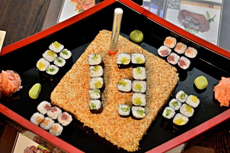 """Profíci z restaurace Saiko cuisine dokáží vykouzlit i velký sushi dort. Menší japonské """"zákusky"""" ochutnejte v poklidu designové restaurace.http://www.saikorestaurant.cz/ +420 486 109 050 #saikorestaurant #pytlounhotels #sushi #dinner #thaicuisine"""