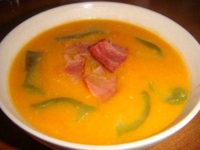 Тыквенный крем-суп с беконом и печеным перцем :