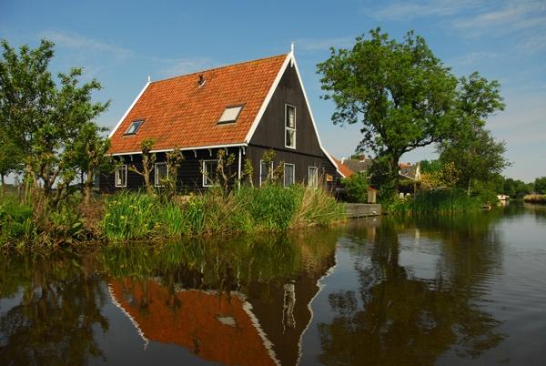 Schaapskooi Broek in Waterland, op 8 km van Amsterdam treft u het comfort van een luxe hotelkamer.