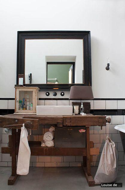 tavolo da falegname in bagno