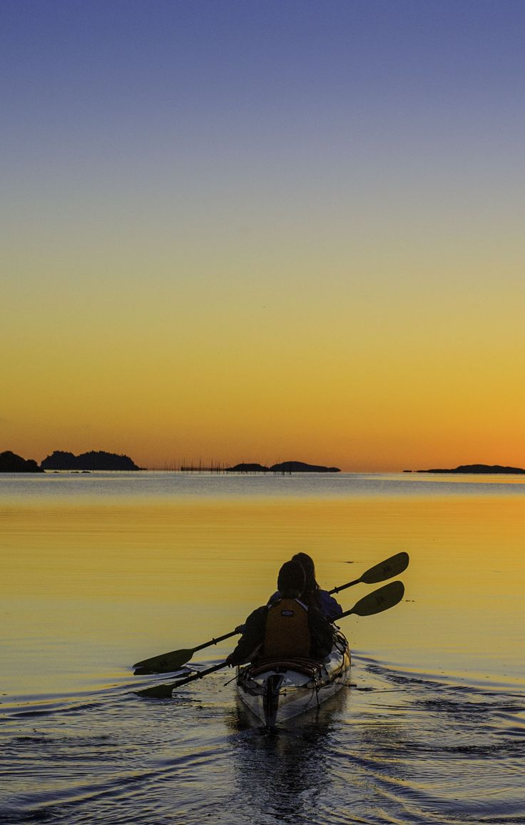 Impress your date with a sunset kayaking excursion in Passamaquoddy Bay, near Deer Island. http://www.tourismnewbrunswick.ca/Products/ECs/TouchtheOcean-Seascape-Kayak-Tours-EC.aspx?utm_source=pinterest&utm_medium=owned&utm_campaign=tnb%20social