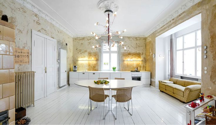 White kitchen in a vintage and modern mix.