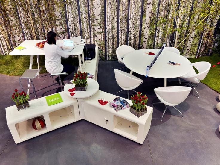 Proyecto Área de Trabajo, puestos de trabajo oficina creativa modelo Beta y sillones modelo Mya de Aresline. Mobiliario de diseño para oficinas, restauración, hoteles y contract.  (Espacio Aretha agente exclusivo para España)