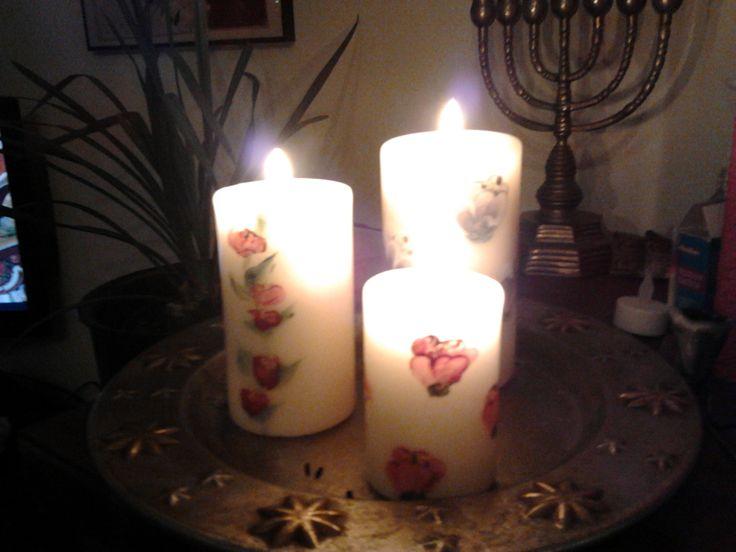Met acrylverf beschilderde kaarsen.