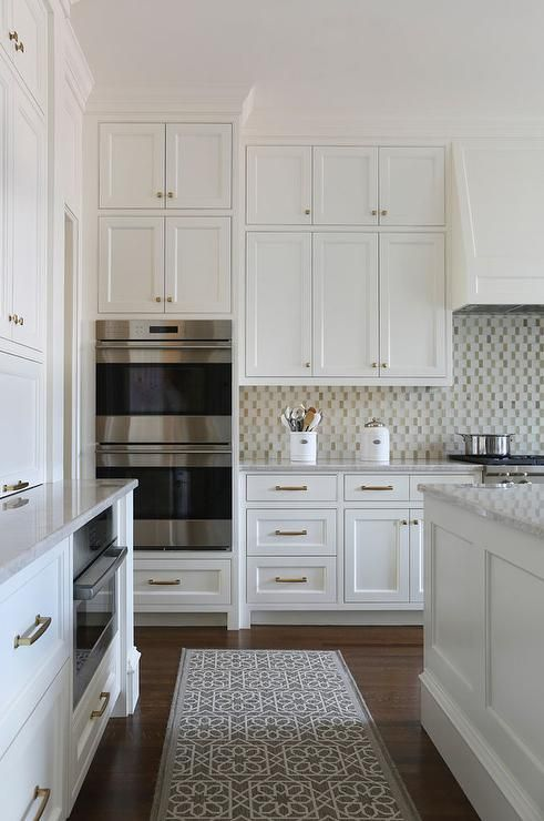 Best A Gray Trellis Rug Leads Goes Past An Under Counter 640 x 480