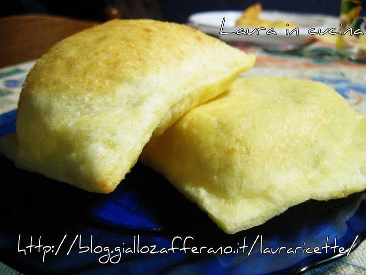 """Oggi ,Le """"vere""""... crescentine bolognesi!!Sono a ripostare questa antica e tradizionale ricetta per partecipare al bel contest di Le leccornie di Danita"""