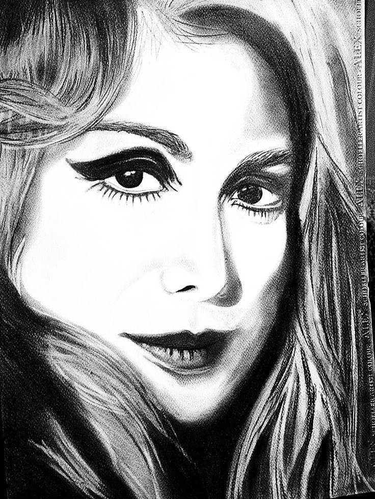 Filiz Akın ın gençlik fotoğrafından çalışılma siyah beyaz tebeşir kalem ve yağlı kalemle çizilmiş bir portre...