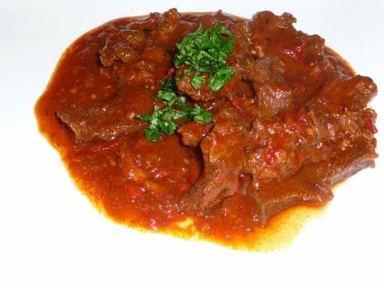 Hongaars Stoofvlees: Pörkölt (Goulash) recept | Smulweb.nl