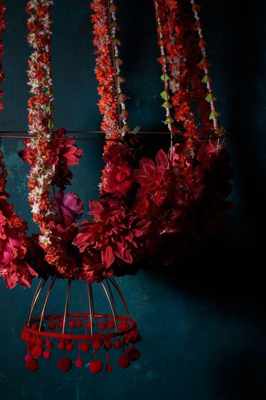 Création : Sylvia Eustache Rools. Photo : Iris Velghe. Mobile*Floral*Lustre.