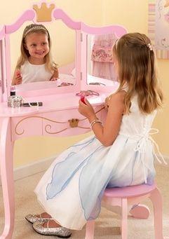 KIDKRAFT Prinsesse Sminkebord og Krakk - Nydelig, rosa sminkebord og stol fra Kidskraft, spesielt til den lille jenta. Den fantastiske krone kunstverk passer perfekt til din prinsesse! Frifrakt Kr 1699