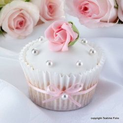 White and pink rose cupcake