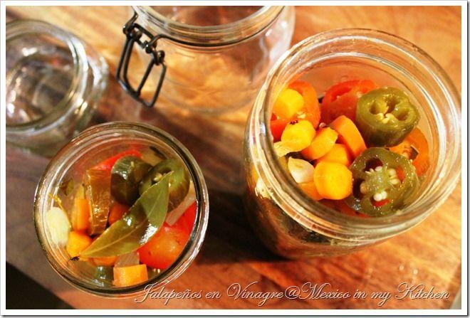 Chiles jalapeños en vinagre o escabeche. Receta realmente fácil !