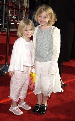 ELLE FANNING OUT WITH DAKOTA FANNING | dakota et elle fanning - Miley - 657672