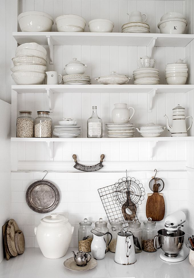 Open shelf + white ceramic <3