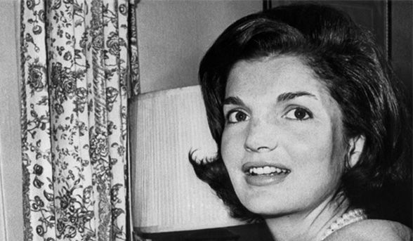 The 20th anniversary of former First Lady Jackie Kennedy Onassis' death | Celebrity beauty