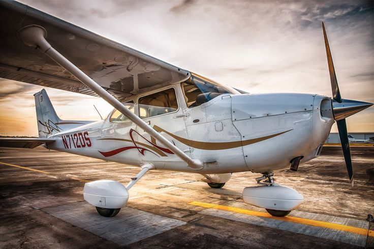 If you're a pilot, the odds are you've flown in a Cessna 172. Here are 10 things you might not have known about the Skyhawk: