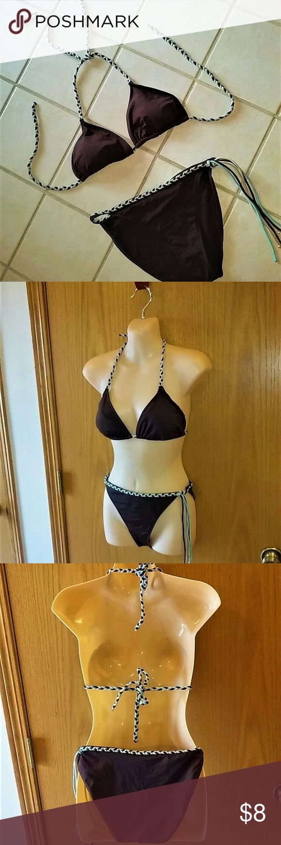 "No Boundaries Braided String Bikini SZ MEDIUM DESCRIPTION: Dark brown with blue, brown and cream braid/fringe. Very high cut bottom. Halter top with padded bra.  FABRIC CARE: Nylon spandex blend is hand washable. Has been laundered.  MEASUREMENTS: Bra cord stretches from 38-40"". Bottom cord stretches from 26-32"".  CONDITION: GUC with no stains or snags. No Boundaries Swim Bikinis"