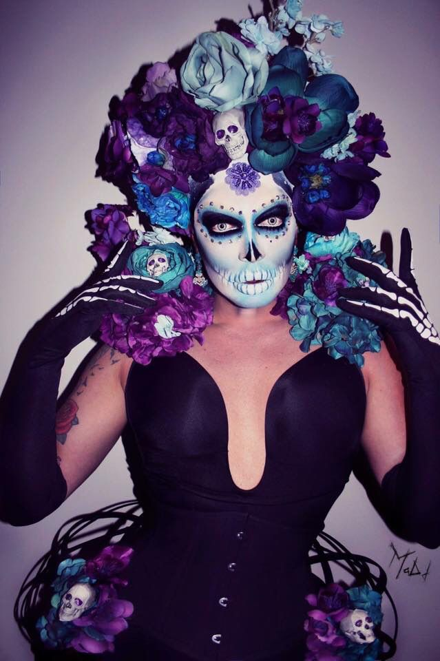 Raven, RPDR, Day of the Dead makeup, flawless It's Drag Baby halloween drag queen makeup - Halloween Makeup Drag Queens, Raven Drag Queen, Corsets, Drag Queen Makeup, Dead Makeup, Queen Fashion, Fashion Art, Queen Outfit, Rupaul Drag