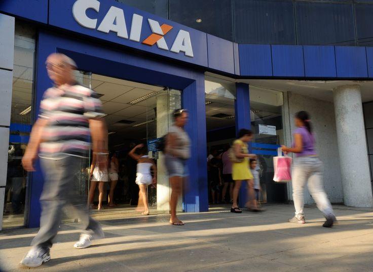 Caixa abrirá PDV para cortar 10 mil pessoas e economizar até R$ 1,5 bi por ano -   A Caixa Econômica Federal pretende abrir um plano de demissão voluntária (PDV) este ano para cortar 10 mil funcionários, segundo informações do próprio banco. A companhia não divulgou detalhes sobre o plano.  Antes da Caixa, oBanco do Brasil anunciou um plano de aposenta - http://acontecebotucatu.com.br/nacionais/caixa-abrira-pdv-para-cortar-10-mil-pessoas-e-economizar-ate