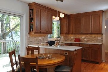 Small kitchen peninsula ideas small kitchens with - Peninsula in small kitchen ...