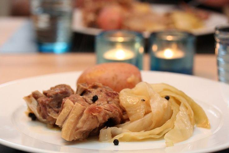 Siste torsdag i september er Fårikålens dag. Som matblogger burde jeg selvsagt ha feiret nasjonaldag nr. 2 med rykende fersk fårikål til middag, men hos oss serveres det aldri fårikål midt i uka. I…