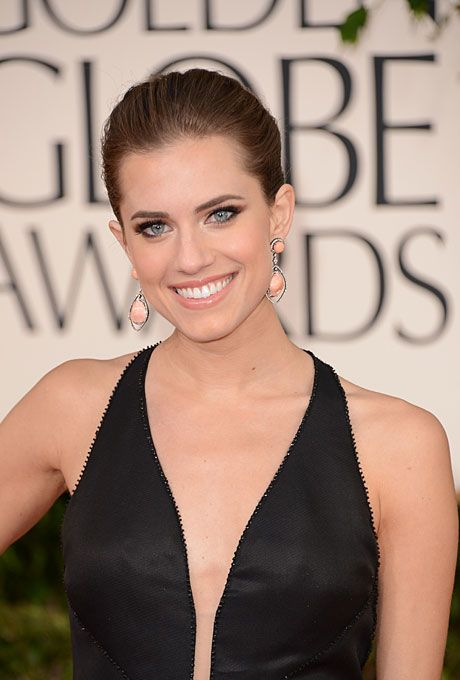 Brides.com: Best Hairstyles from the 2013 Golden Globes. Allison Williams's Tight Bun. A classic beauty, Allison Williams' tightly pulled-back bun is a sleek and sophisticated hairstyle choice for a more formal affair.   Browse more wedding updos.