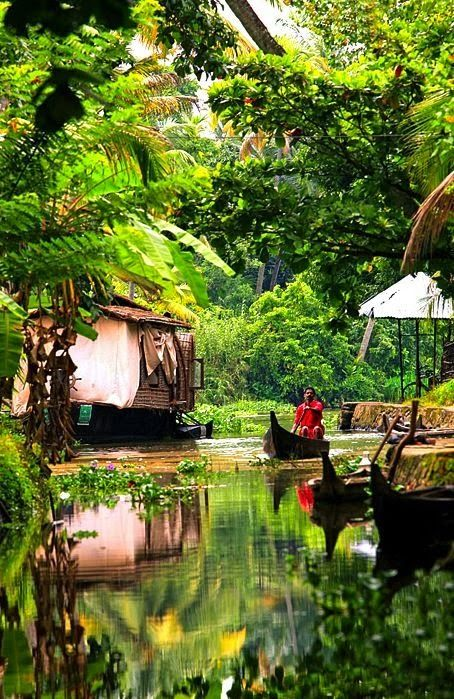 Kerala backwaters, India - Double click on the photo to Design  Sell a #travel guide to India www.guidora.com