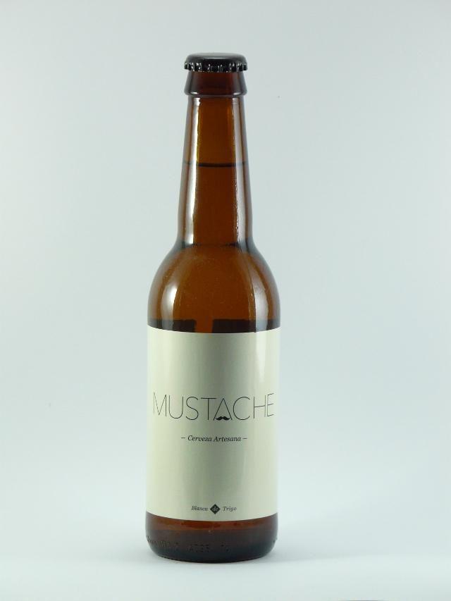 Mustache blanca de trigo es una cerveza artesanal con una burbuja fina y la espuma blanca y espesa fruto de su segunda fermentacion en botella